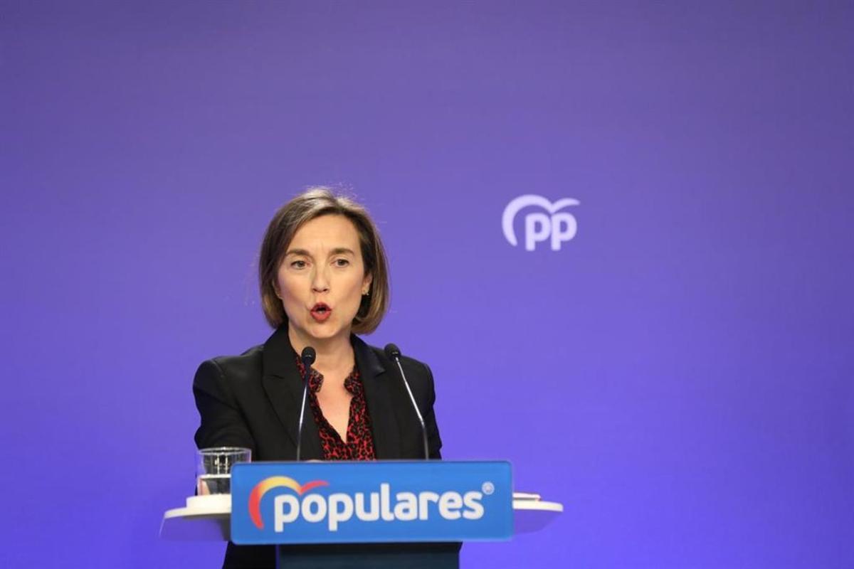 La vicesecretaria de Política Social del Partido Popular, Cuca Gamarra, durante una rueda de prensa.