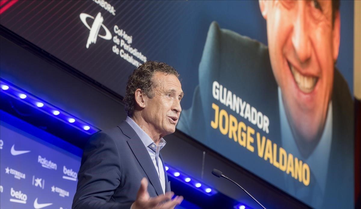 Jorge Valdano agradece en su parlamento la concesión del premio Vázquez Montalbán.
