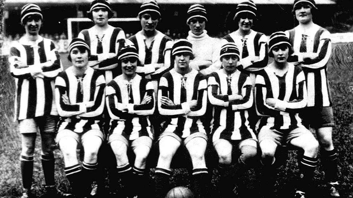 El Dick Kerr's Ladies FC, uno de los equipos destacados de laMunitionettes Cup.