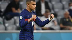 El francés Mbappé celebra la victoria ante Alemania en la Eurocopa.