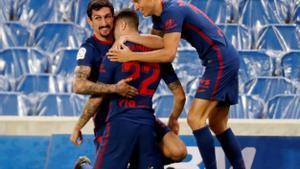 Los jugadores del Atlético celebran un gol ante la Real Sociedad.