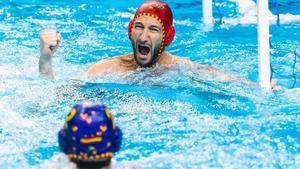López Pinedo celebra una parada en el encuentro que llevó a España a las semifinales