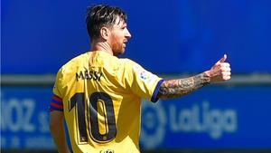 Messi: No hay nada más que hablar, sino demostrar que hemos cambiado. En la foto, el jugador argentino celebra su gol ante el Alavés.