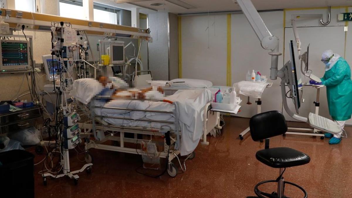 Las ucis tienen el mismo nivel de ocupación por pacientes covid que en el pico de la segunda ola.