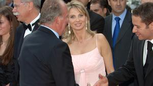 Corinna con el Rey Juan Carlos en un acto en Barcelona, en mayo del 2006.