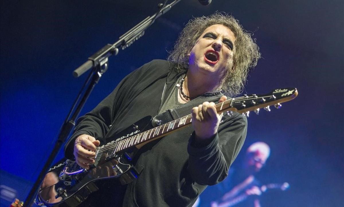 Robert Smith, durante el concierto de The Cure en el Sant Jordi, este sábado.
