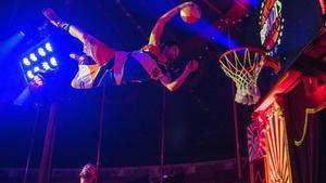 Barcelona    17 12 2020     Icult   Ensayo del numero  de los BarjotsDunkers   baloncesto acrobatico  que se puede ver en el  sectaculo del Circo Raluy este ano  Fotografia de Jordi Cotrina