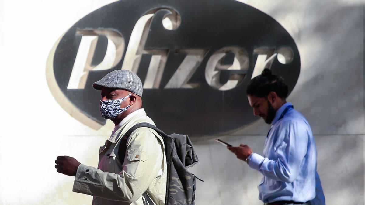 Wall Street roza máximos históricos tras el anuncio de Pfizer. En la imagen, las oficinas centrales de la compañía en Nueva York.