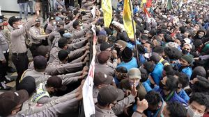 Varios sindicatos han llamado a la huelga para mostrar su rechazo a una batería de leyes aprobadas el lunes por el Parlamento indonesio.