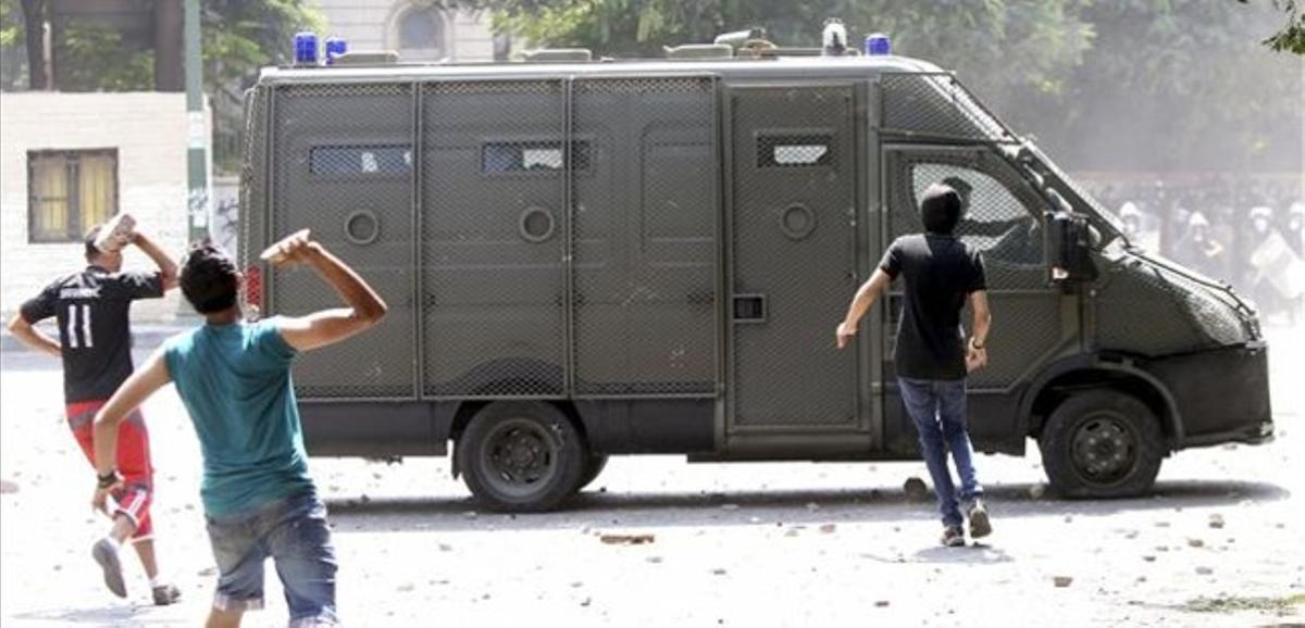 La policia y los manifestantes egipcios se han enfrentado este jueves.