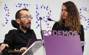 Los portavoces de Podemos Pablo Echenique y Noelia Vera.