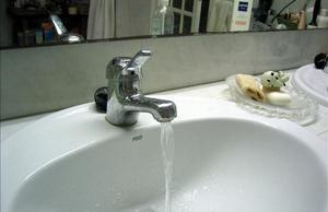 Agua corriente en un domicilio.