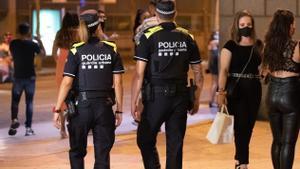 Una pareja de la Guardia Urbana de Barcelona.