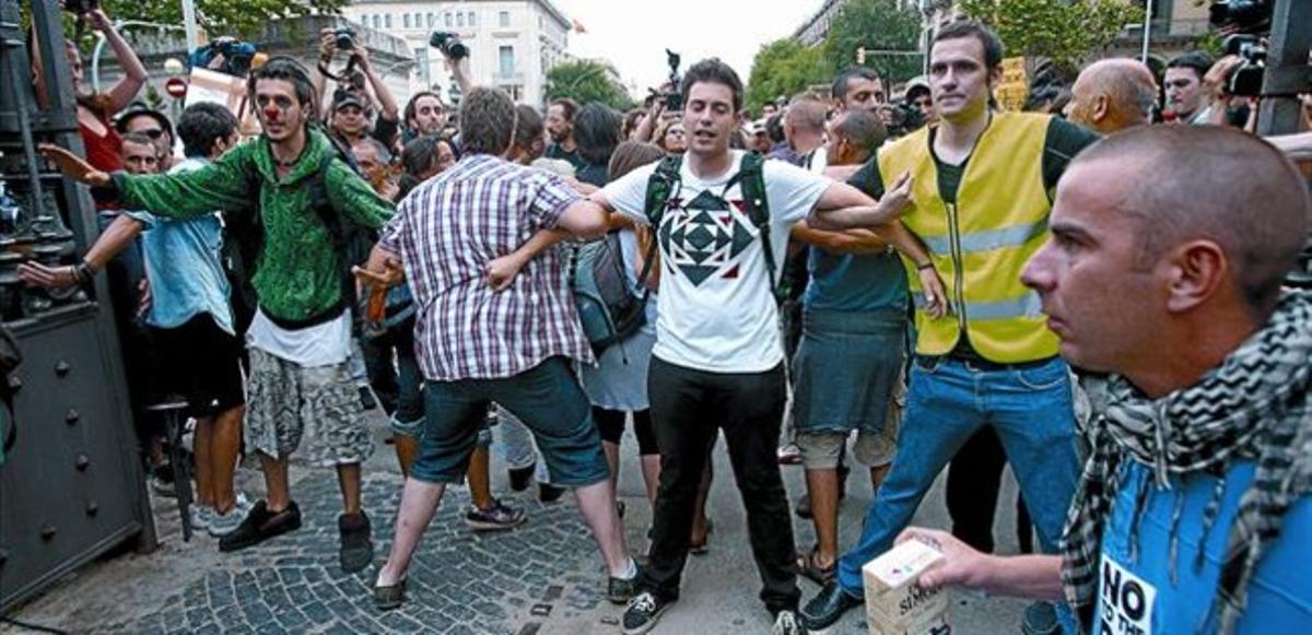 Manifestación de indignados en la plaza de Catalunya de Barcelona el pasado domingo.