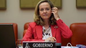 La vicepresidenta segunda y ministra de Asuntos Económicos y Transformación Digital,  Nadia Calviño, en la Comisión de Economía del Congreso.