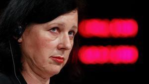 La vicepresidenta de la Comisión Vera Jourova, durante una rueda de prensa en Bruselas el pasado 29 de abril.