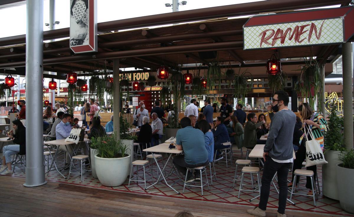 Uno de los puestos de comida callejera de La Citi, en el centro comercial La Maquinista.
