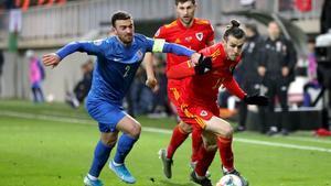 Bale controla un balón, en el partido de Gales contra Azerbaiyán.