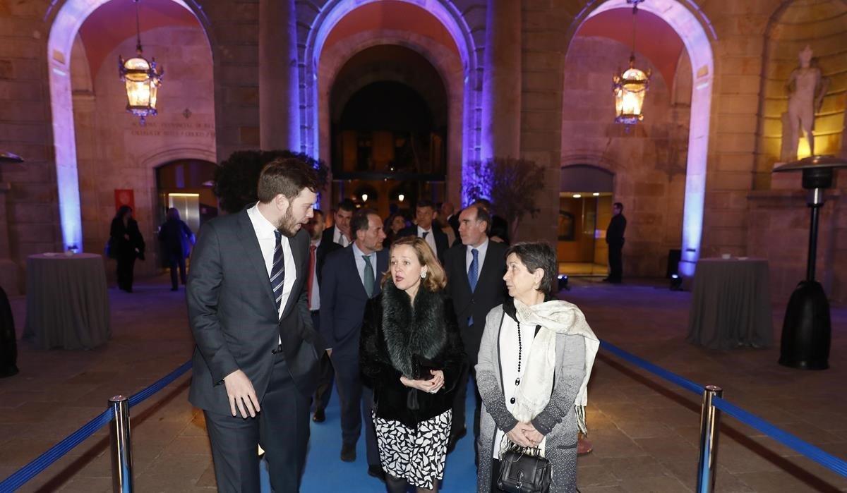 Antonio Asensio Mosbah,Enric Hernandez y Conrado Carnal reciben a la ministra Nadia Calviño y a la delegada del gobierno Teresa Cunillera.