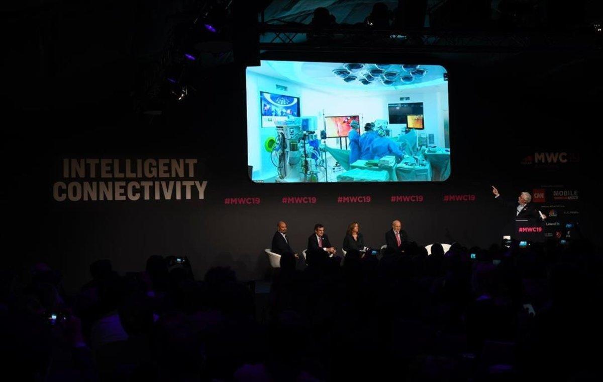 Presentación de la primera operación en el mundo con teleasistencia con tecnología 5G en un quirófano dentro del MWC.