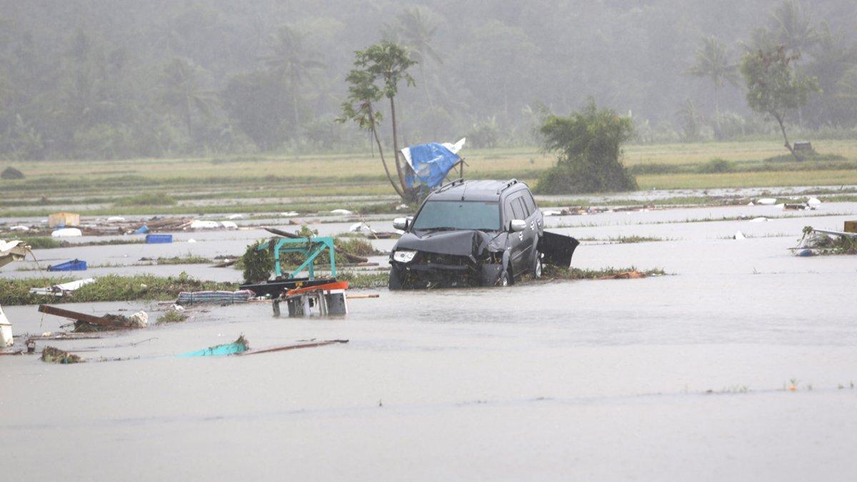 Las aguas suben en Indonesia tras el tsunami.
