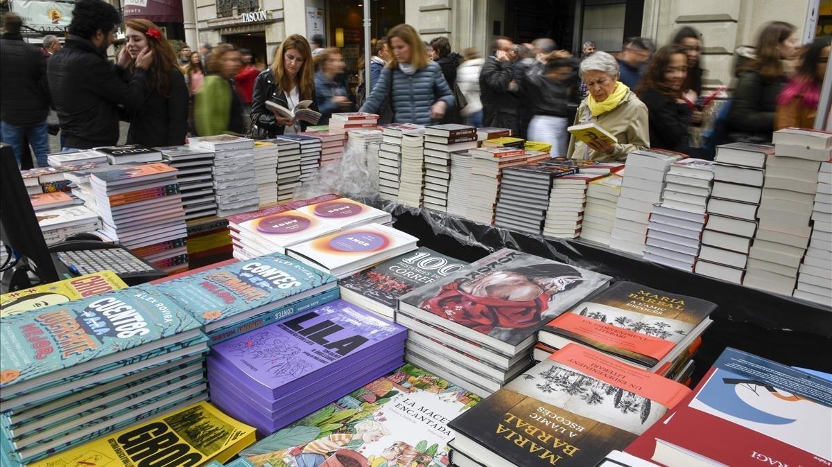 Puesto de venta de libros durante la'diada' de Sant Jordi del 2019,