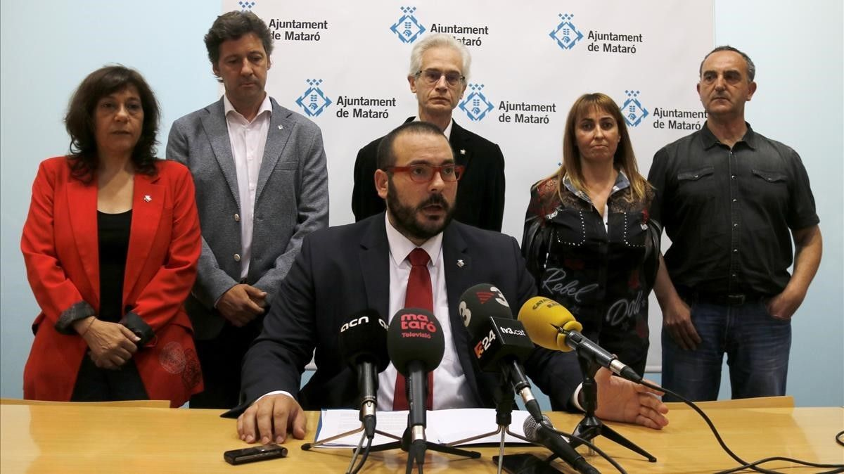 Comparecencia del alcalde de Mataró, David Bote, junto a los concejales del PSC.
