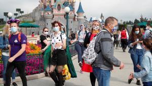 Visitantes en Disneyland París.