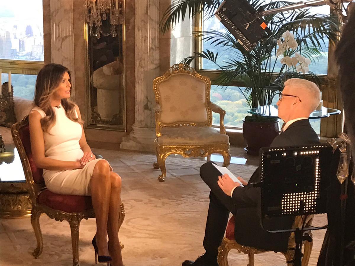 Melania Trump, durante la entrevista en la CNN con Anderson Cooper, este lunes.