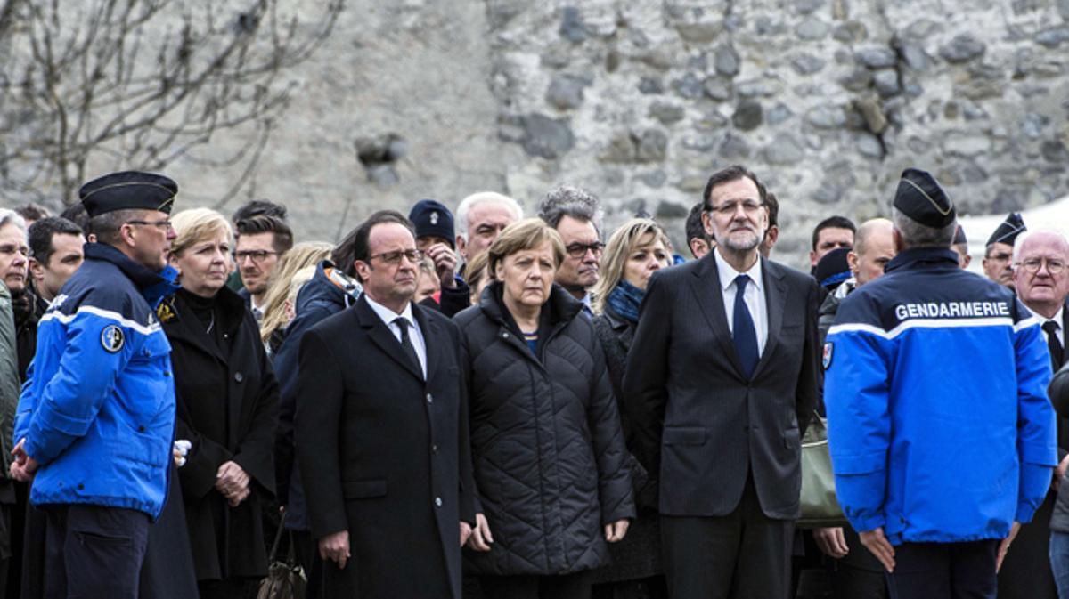 Hollande, Merkel, Rajoy y Mas visitan a los equipos de rescate.