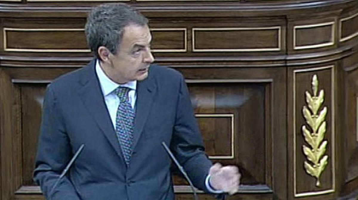 Zapatero propone limitar el déficit en la Constitución.