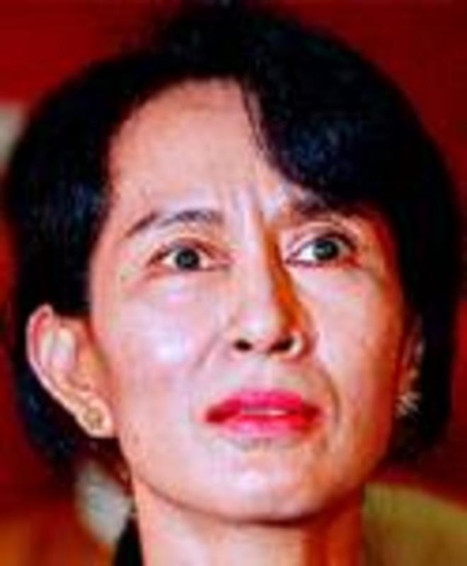 Aung San Suu Kyi y una médica, Premi Internacional Catalunya