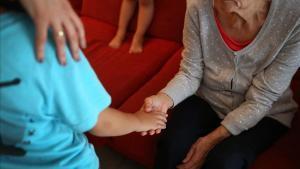 Un 5 % de las personas de 65 años padecen Alzhéimery en mayores de 90 años el porcentaje aumenta hasta el 40 %.