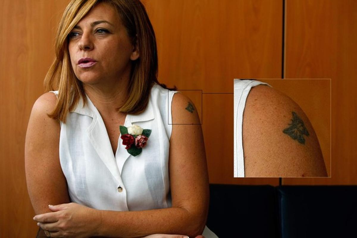 Elena Valenciano, con su tatuaje aumentado.