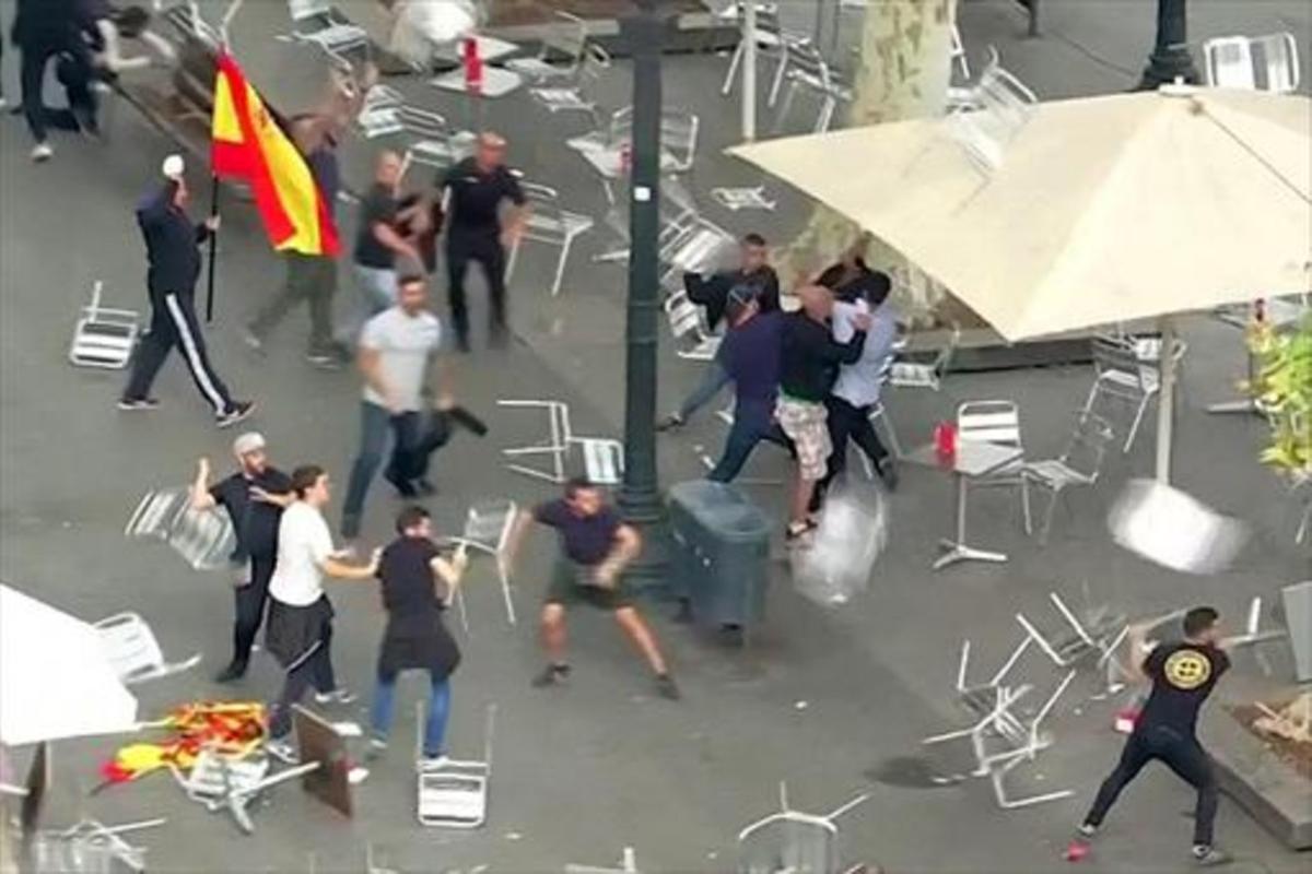 Batalla campal de fanáticos de clubs de fútbol en el café Zurich el día 12.