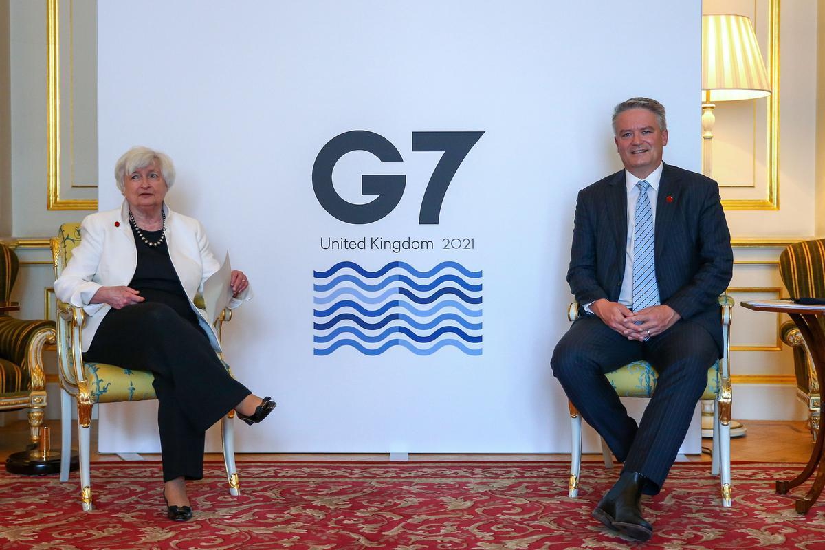 La secretaria del Tesoro de EEUU, Yanet Yellen, y el secretario general de la OCDE, Mathias Cormann, en el marco de la reunión de ministros de Finanzas del G-7 en Londres el 5 de junio.
