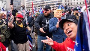Miembros del grupo de extrema derecha Proud Boys, durante la manifestación.