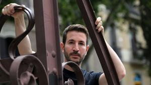 El escritor Alex Michaelides, durante su visita a Barcelona este junio.