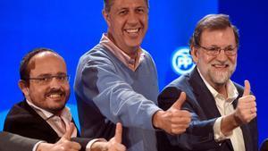 Alejando Fernandez (izquierda), con Albiol y Rajoy durante la campaña.