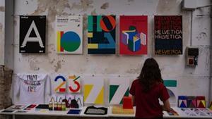 Type Thursday sirve como escenario para la exposición de obras de estudios de diseño y de artistas.