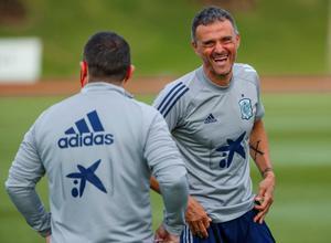 Luis Enrique sonríe durante un entrenamiento de la selección española.