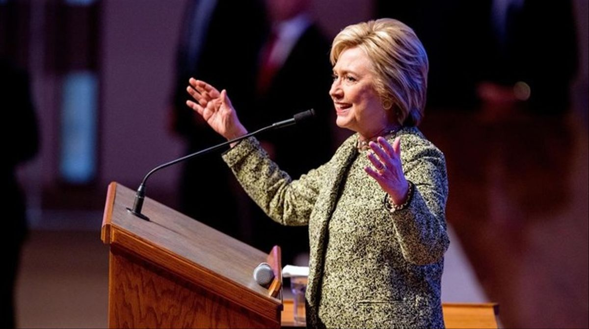 Clinton habla en una iglesia baptista de Menfis (Tennessee), este domingo.