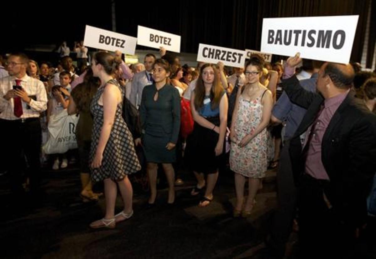 Bautismo de testigos de Jehová en Gante (Bélgica).