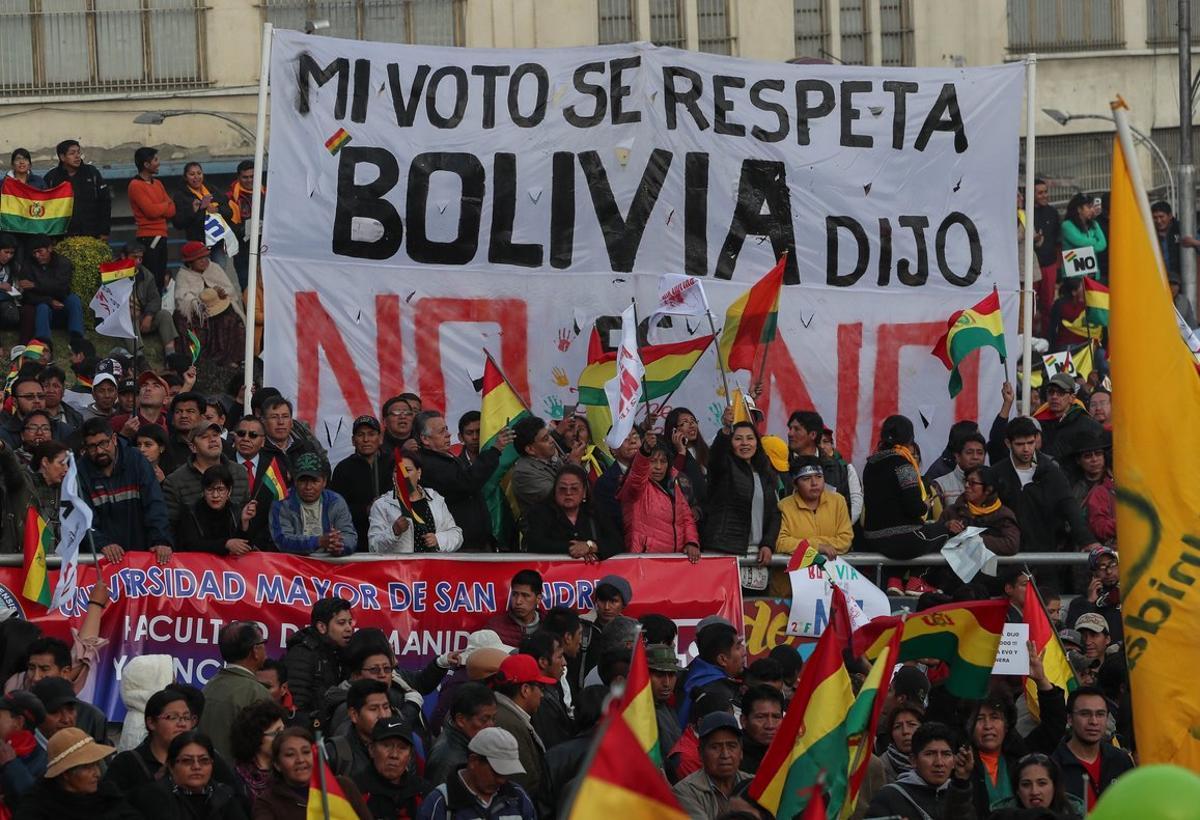 LA PAZBOLIVIA10 10 2018 -Miles de detractores del presidente Evo marcharonen las principales ciudades del pais para exigir que se respeten los resultados de un referendo que nego al gobernante la posibilidad de volver a postularse en 2019.EFE Martin Alipaz
