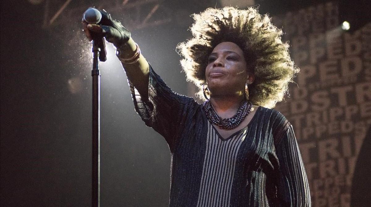 Macy Gray, durante el concierto que ofreció el sábado por la noche en la sala Razzmatazz.