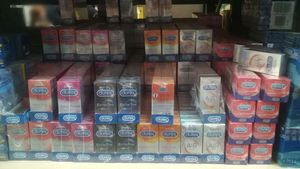 Denunciados penalmente dos empresarios por distribuir al mayor preservativos falsos.