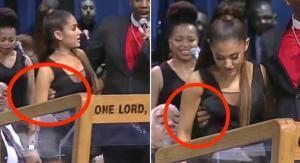 Imágenes en que se ve como el sacerdote toca el pecho a Ariana Grande en el funeral de Aretha Franklin.