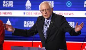 El candidato demócrataBernie Sanders, durante un debate en las primariasdel partido en la localidad de Charleston, en Carolina del Sur.