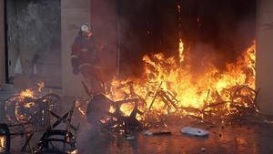 Imagen de los graves disturgios en los Campos Elíseos de París el pasadosábado.