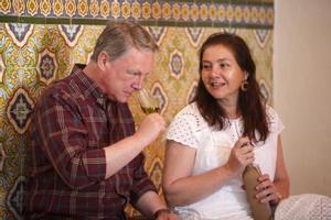 Francisco y Rosa Vañó, propietarios de la firma aceitera Castillo de Canena, durante una cata de un aceite de oliva virgen extra.